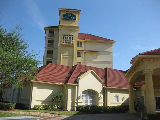 La Quinta Inn & Suites Ft. Lauderdale Airport: Hotel front/entrance