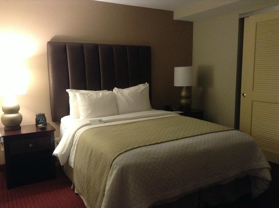 Embassy Suites West Palm Beach - Central: Comfortable and Modern