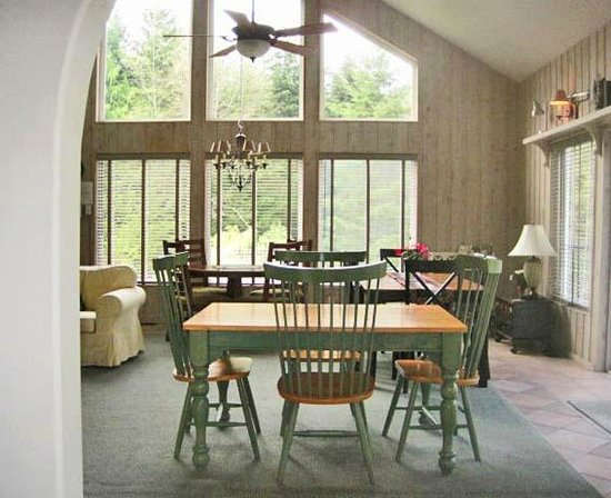 Lost Mountain Lodge: Huge windows, nice light, wonderful breakfast, great latte