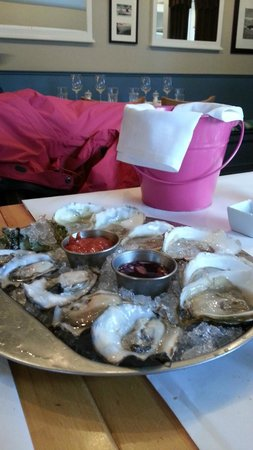 Croton on Hudson, NY: Variety of cheff choice of oysters