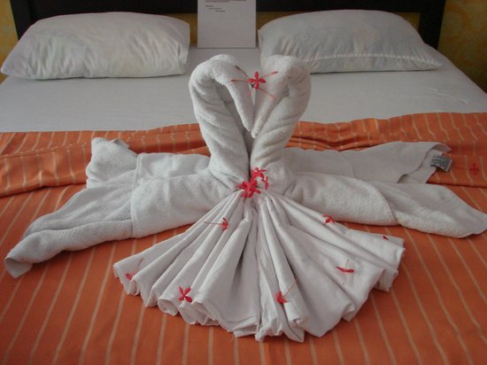 Hotel Belvedere - Playa Samara: Room bed decoration