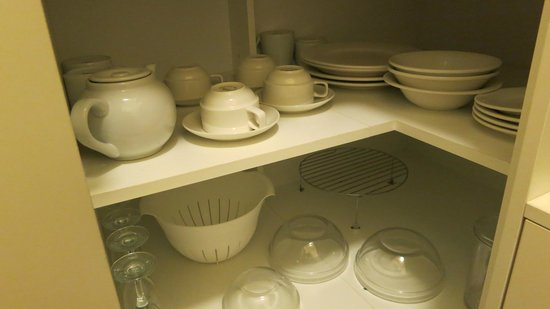 City Waters: Complete set of crockery for 4, including wineglasses, teapot etc.
