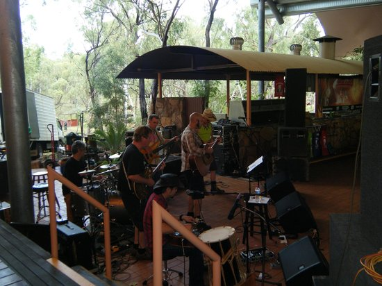 Undarra Lava Tubes Wilderness Lodge: sunday monring jamming session