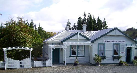 Matakohe, Nowa Zelandia: The front of The Old Post Office Guest House
