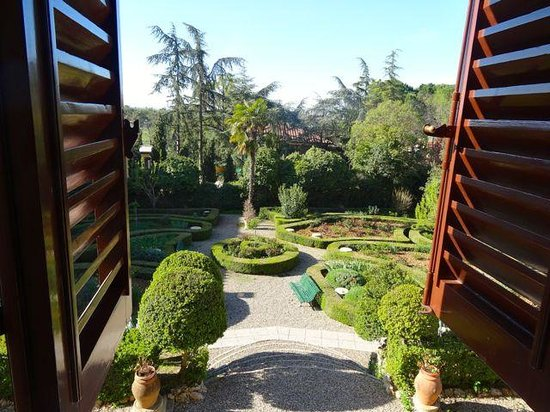 Villa Scacciapensieri: Directly our of room into the garden