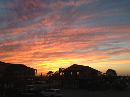 Surfside Beach, TX: Sunset at the hotel