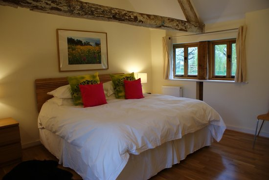Henley-in-Arden, UK: Bedroom with super king size bed