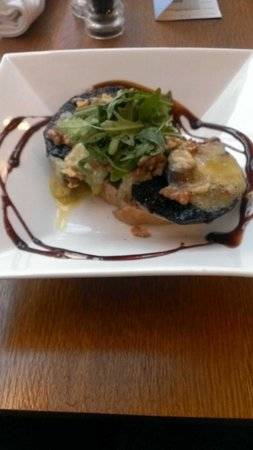 Holiday Inn Bolton Centre: Mushroom/Stilton/Walnut Starter