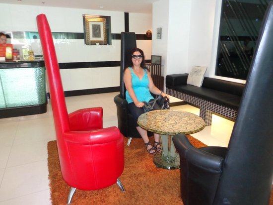 Amari Nova Suites Pattaya: The wickedly comfy chair in the lobby