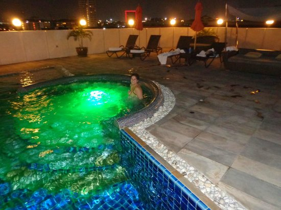 Amari Nova Suites Pattaya: roof top pool at night