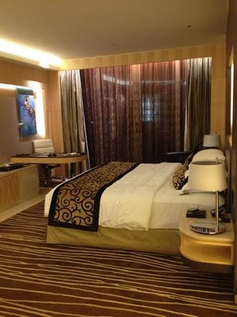 The Meydan Hotel: bedroom