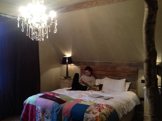 Ticehurst, UK: Decor and bed