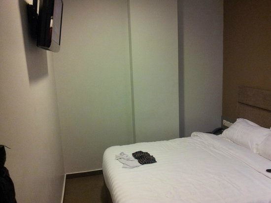 Fragrance Hotel - Bugis: bed