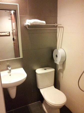 Fragrance Hotel - Bugis: bathroom