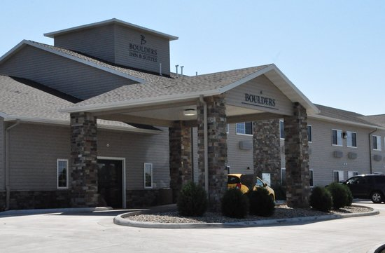 Boulders Inn & Suites