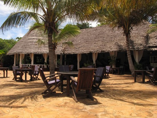 Fumba Beach Lodge: Terrace and dining area