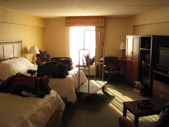 Hampton Inn &amp; Suites Lancaster: Large comfy room