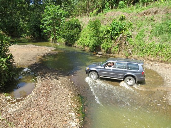 Casita Corcovado: River crossing on the drive in - easy!  (Rent a 4-wheel drive)