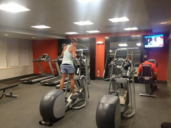 Hampton Inn and Suites DuPont: fitness center