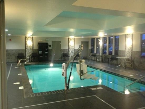 Hampton Inn and Suites DuPont: pool