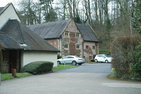 Mercure Telford Madeley Court Hotel: The outside accomadation