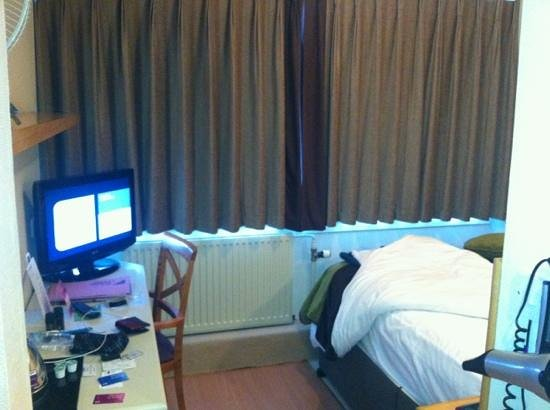 Newport Pagnell, UK: The room - the bed is against the wall so this is it ....