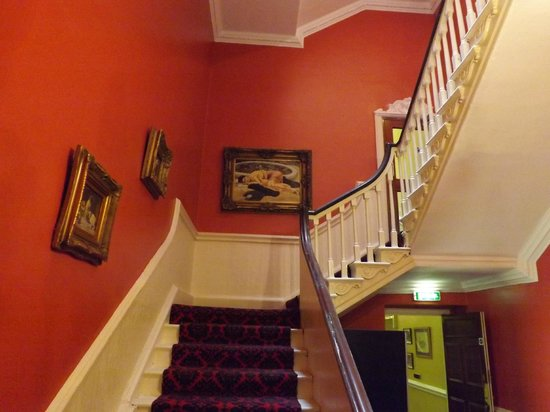 Castle Hotel: Stairway to the different room corridors just off Reception