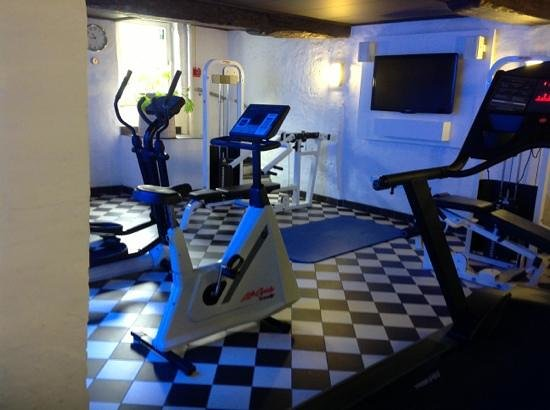Hotel Navarra: the gym quite good  a nice surprise everything worked