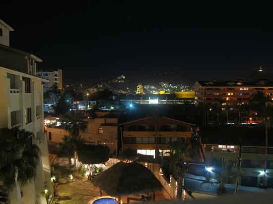 Bahia Hotel & Beach Club: Night View