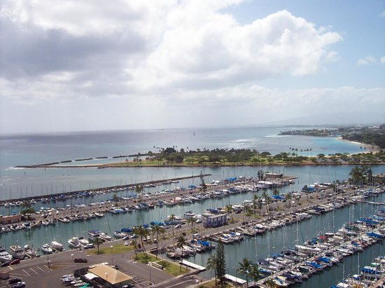 Ilikai Hotel & Suites: View of the marina