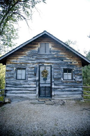Rim Rock Lodge: one of the cabins at the top