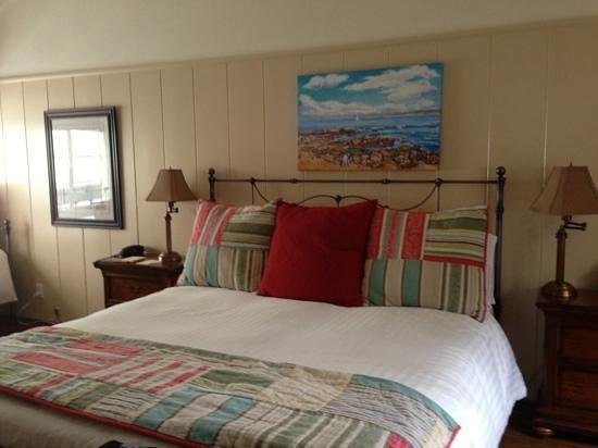 Vagabond's House Inn: very comfortable bed