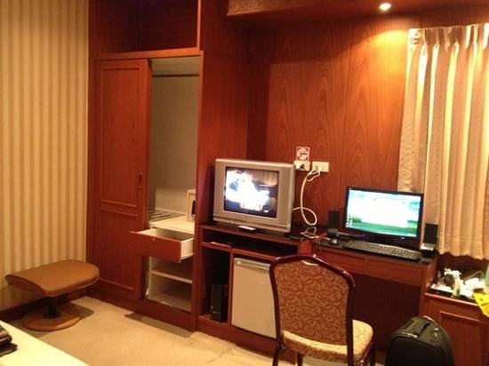Palm Beach Hotel Phuket: tv &amp; desktop