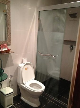 Palm Beach Hotel Phuket: bathroom