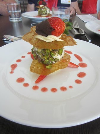 Buderim, Australia: Brandy Snaps with Pistacchio Icecream,