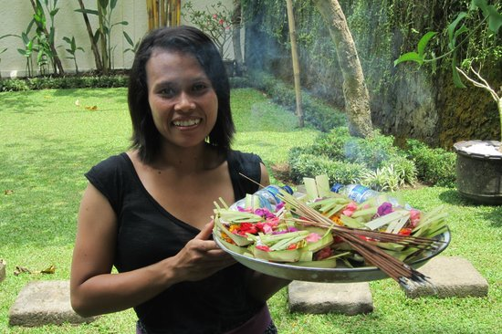 Villa di Abing: The staff honor Balinese culture by placing offering around the property every day.