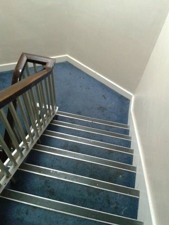 Woking Hotel: Stairs looked terrible
