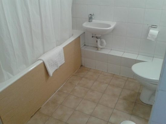 Woking Hotel: bathroom 1
