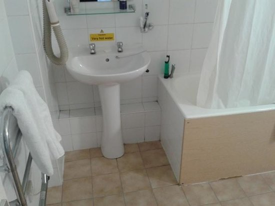 Woking Hotel: Bathroom 2