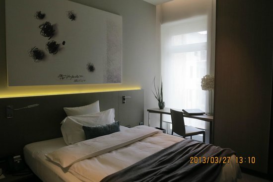 Hotel Cubo: Single room 201 - good but noisy