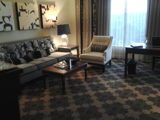 Omni Houston Hotel: Living Area