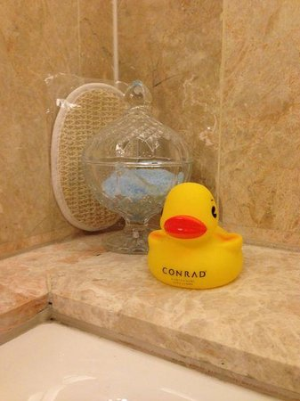 Conrad Centennial Singapore: Rubber Ducky in the bathroom