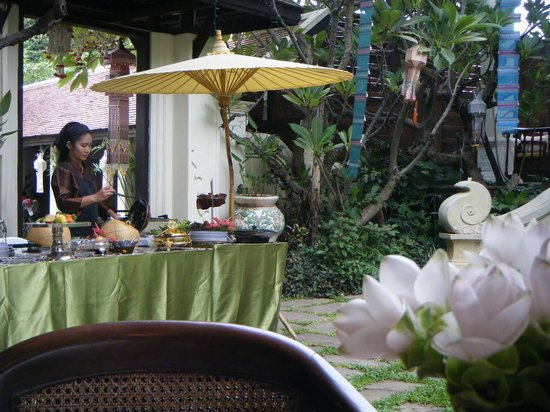 Puripunn Baby Grand Boutique Hotel: egg station at breakfast