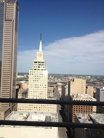The Magnolia Hotel Dallas: This is the view from our room! Very nice!