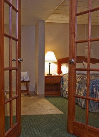 Budget Inn &amp; Suites: Guest Room