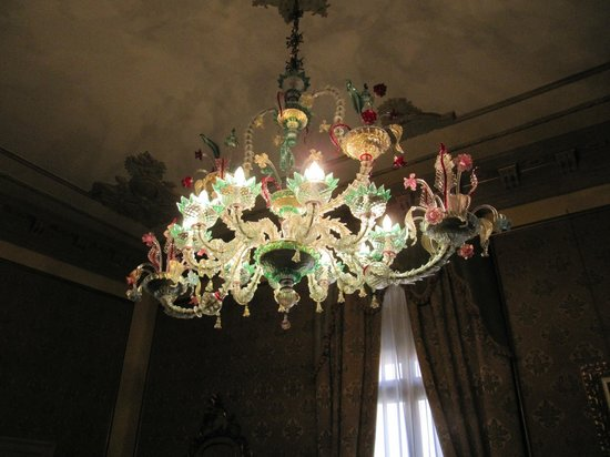 Palazzo Paruta: Another shot of the chandelier in our room.
