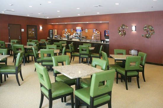 Holiday Inn Express Newington: Breakfast Area