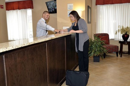Holiday Inn Express Newington: Guest Services