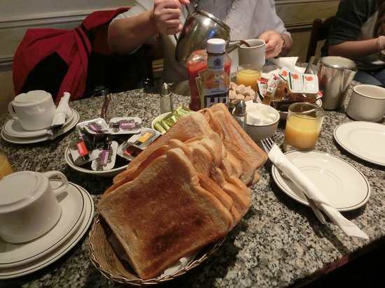 Howard Winchester Hotel: Hot Toast with Condiments!