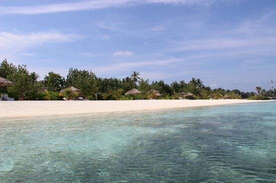 Four Seasons Resort Maldives at Kuda Huraa: the beach